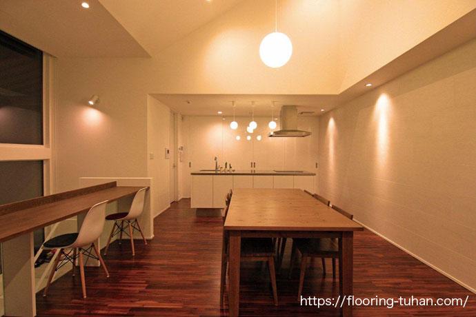 """ブラウンチーク無垢フローリング""""を気に入り、住宅の床材へ採用して頂いた物件"""