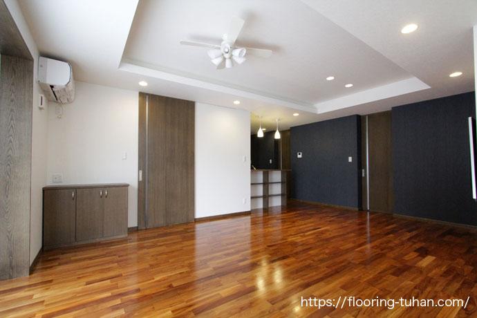 施主さまこだわりのチークの家、床材にチークの無塗装品を使用して仕上げにオイル塗装を行いまいした