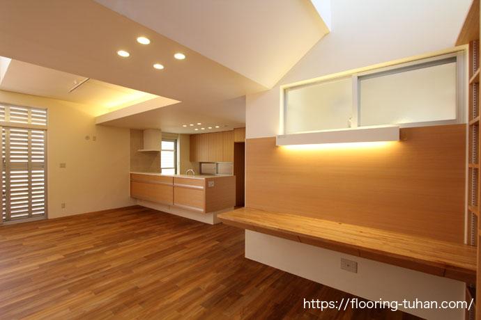 部屋別でチーク材を幅広・ユニタイプ2種類使用したお家(戸建住宅)