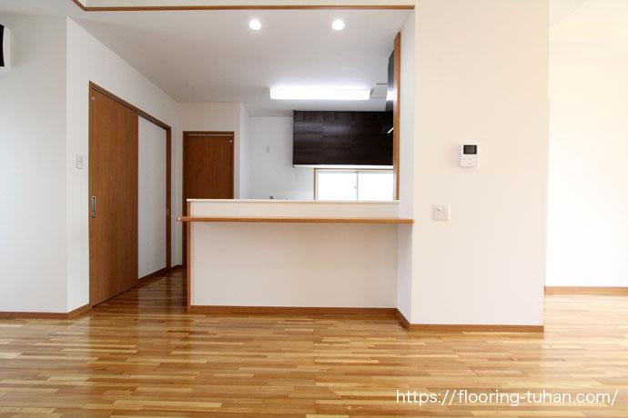 無垢フローリングを住宅の床材として使用(キッチン/台所/水回り)