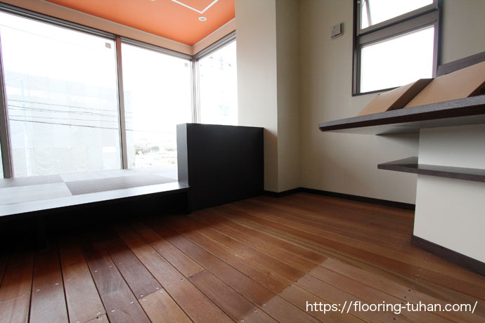 セランガンバツ材はテラスだけでなく店舗・商業施設の床としても人気です