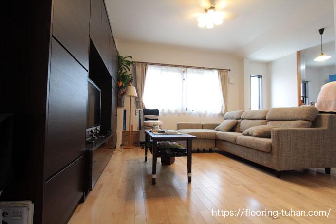 カバ桜無垢フローリングを使用したお家の床