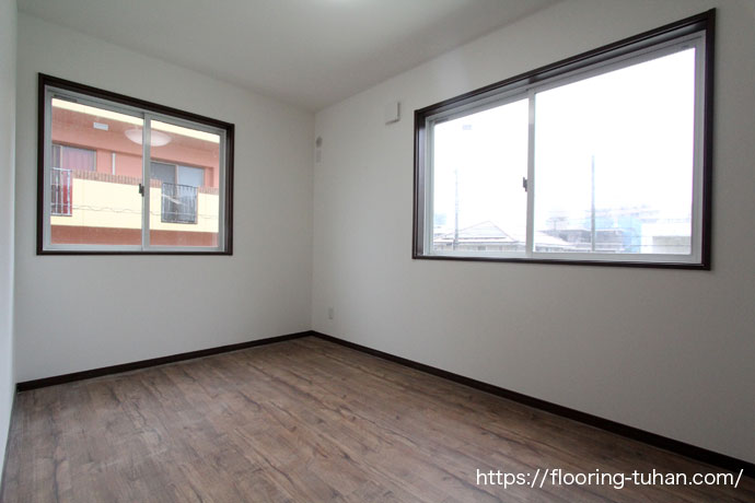人の出入りの多い場所に耐久性のあるPVCフローリング(デコクリック)を採用したアパート物件