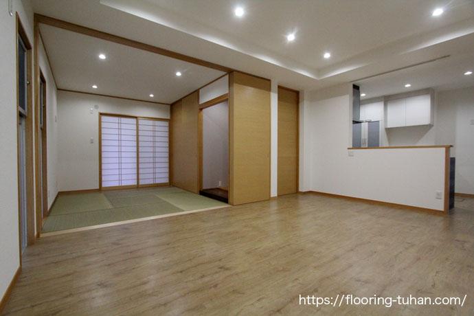 PVCフローリング(デコクリック)を床材に使用した二世帯住宅のリビングダイニング