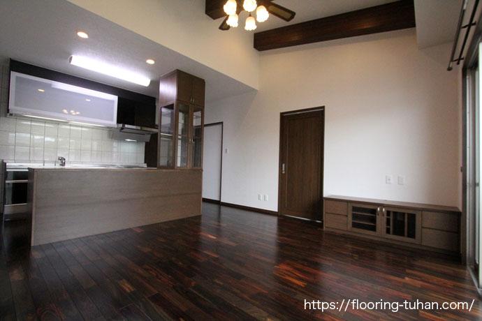 施主様お気に入りの床材、ローズウッド(紫檀/ソノクリン)を使用した家