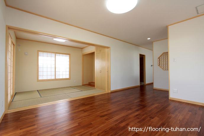 チーク無垢フローリング75巾ユニUVクリア塗装を使用したお宅。コスト面でも人気のフローリングです。
