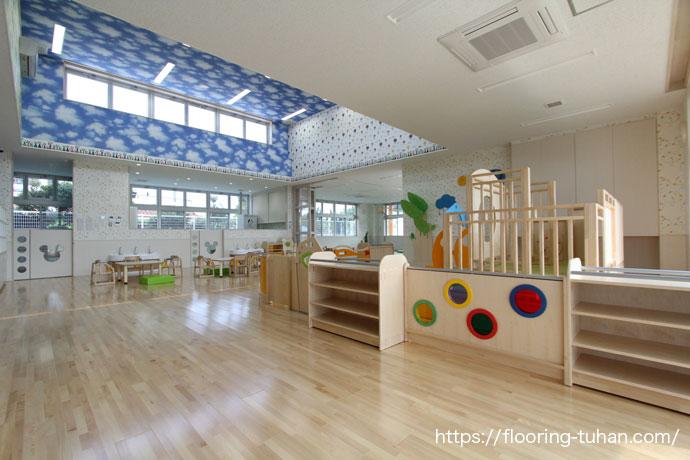 カバ桜無垢フローリング施工事例|沖縄県うるま市の保育園にご使用いただきました。