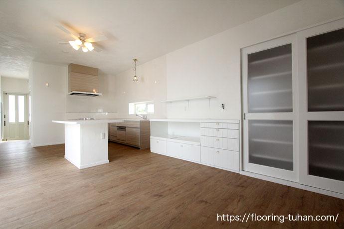 PVCフローリング(デコクリック)を使用した二世帯住宅のリビングダイニング