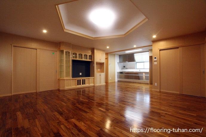 チーク無垢フローリング75巾ユニタイプ無塗装品を使用した戸建て住宅をご紹介します。
